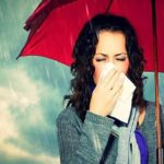 बरसात के मौसम में अपनी सेहत का ख्याल कैसे रखे How to Care in Rainy Season In Hindi